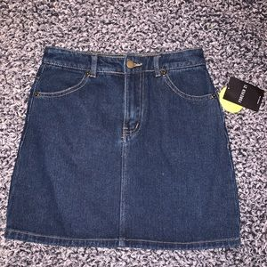 FOREVER 21 DENIM MINI SKIRT SIZE SMALL NWT